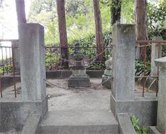 願成寺に残る佐野源左衛門常世の墓