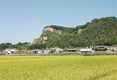 岩舟町の象徴的存在の岩船山