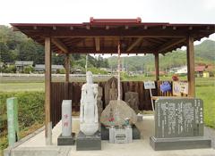 大慈寺の近くにある小野小町の墓と伝えられる史跡