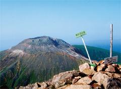 朝日岳山頂と茶臼岳