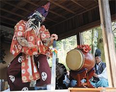 東護神社の春の例大祭に奉納されている「風見神楽」